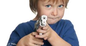 kids-shooting-gun